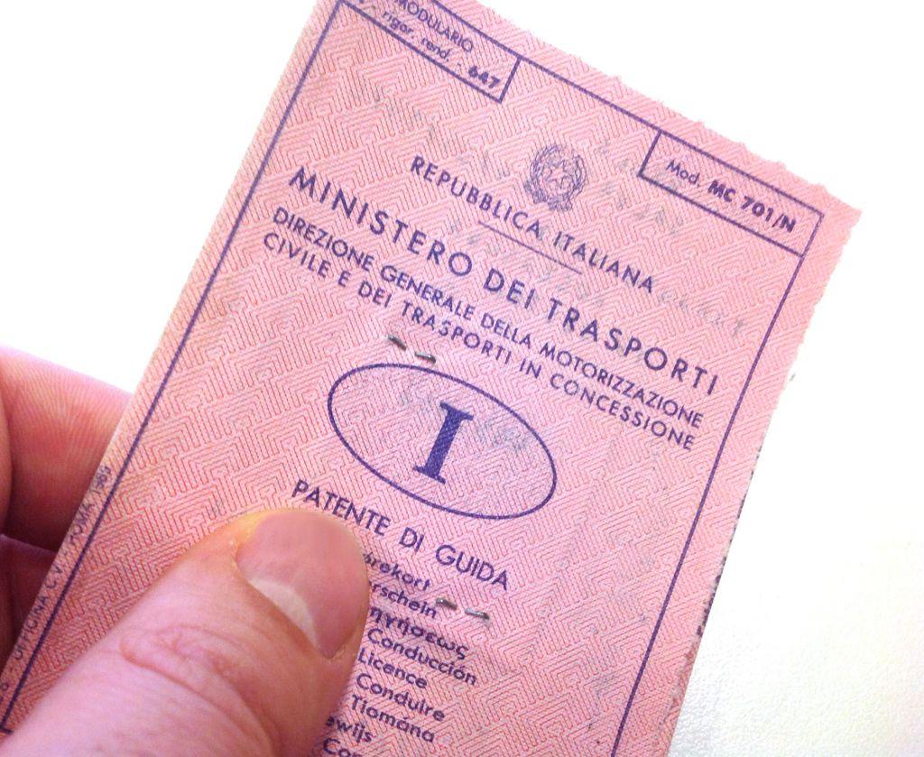Spese patente di guida: nessuna esenzione IVA