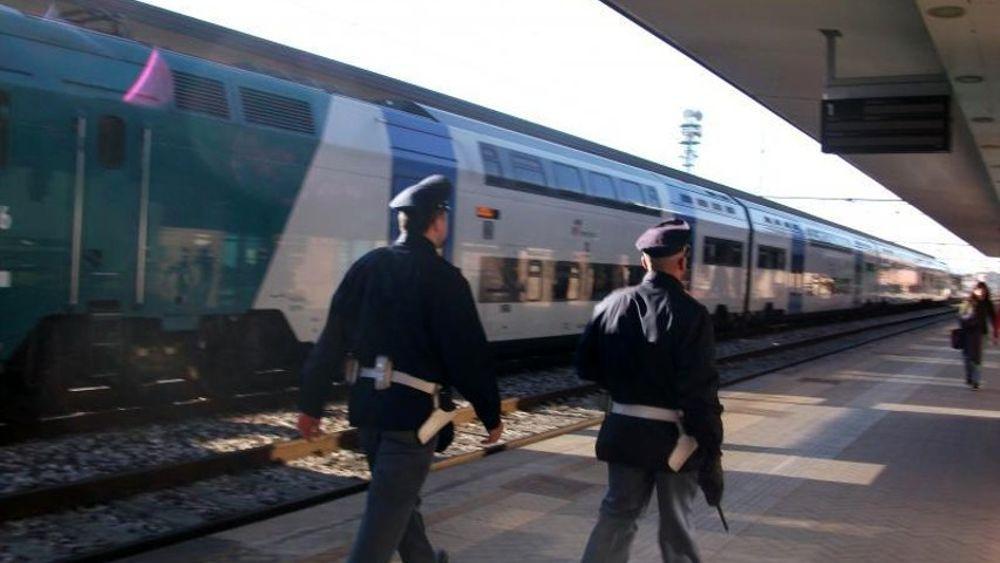 Rubano gasolio al treno in sosta, due arresti