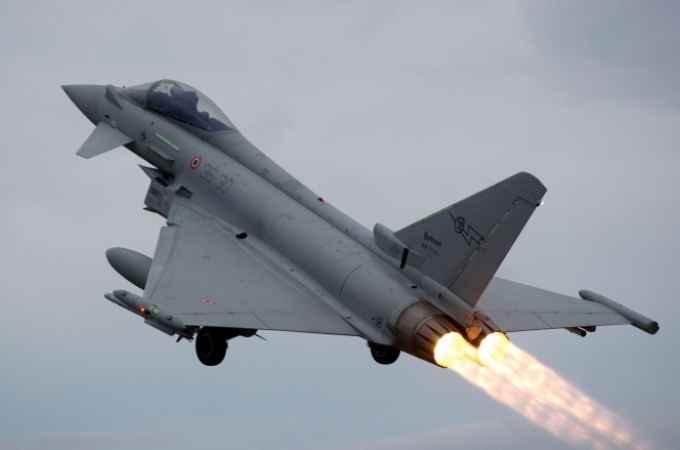 Aereo Da Caccia In English : Trapani aereo perde contatto radio intercettato da due
