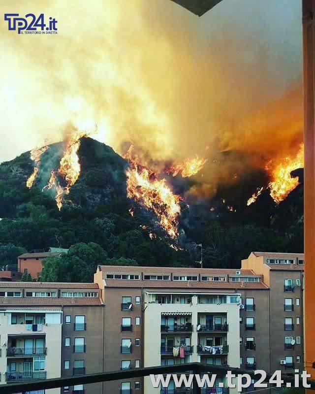 Emergenza incendi in Sicilia: fiamme a Messina, Enna e Trapani