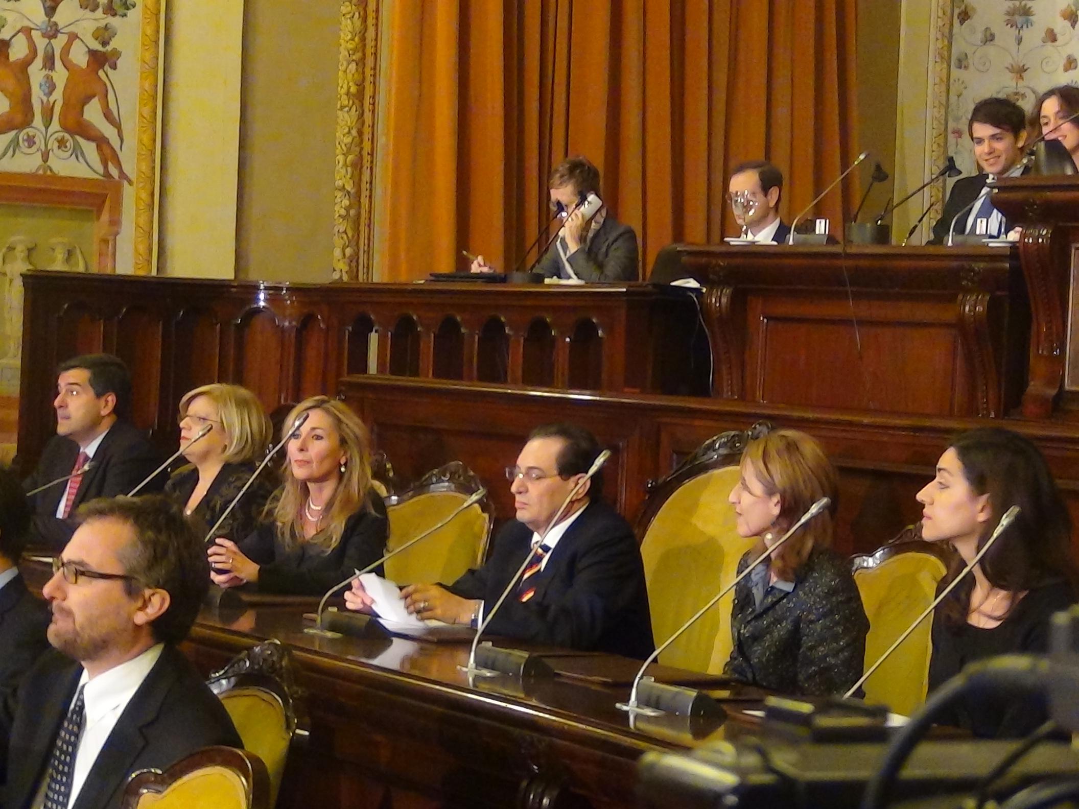 Taglio di 5000 euro allo stipendio dei deputati regionali for Deputati siciliani