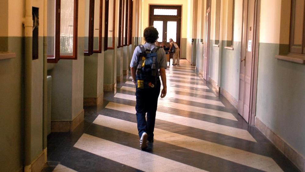 Cefalù, dodicenne minaccia darsi fuoco a scuola: è vittima dei bulli