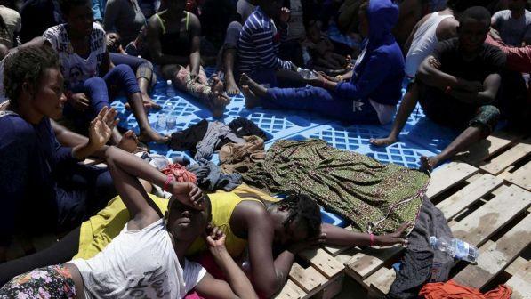Migranti su navi militari, Salvini