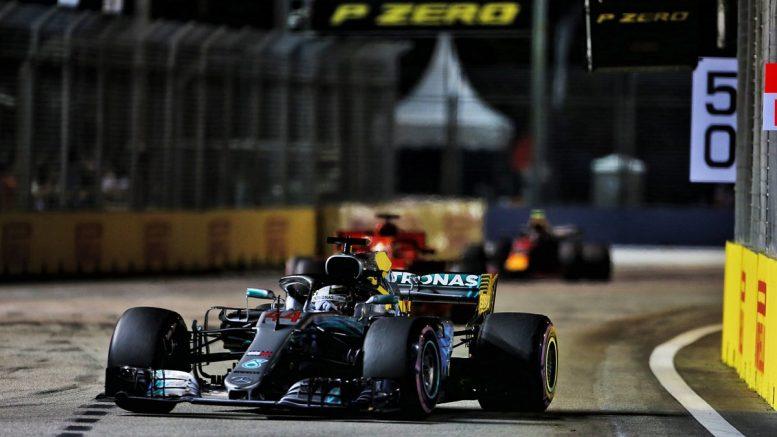 Vettel rosso pallido, Hamilton padrone anche a Singapore