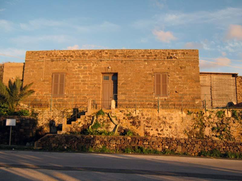 https://www.tp24.it/immagini_articoli/17-03-2014/1395094350-0-una-videocamera-nel-bagno-delle-donne-scandalo-a-pantelleria.jpg