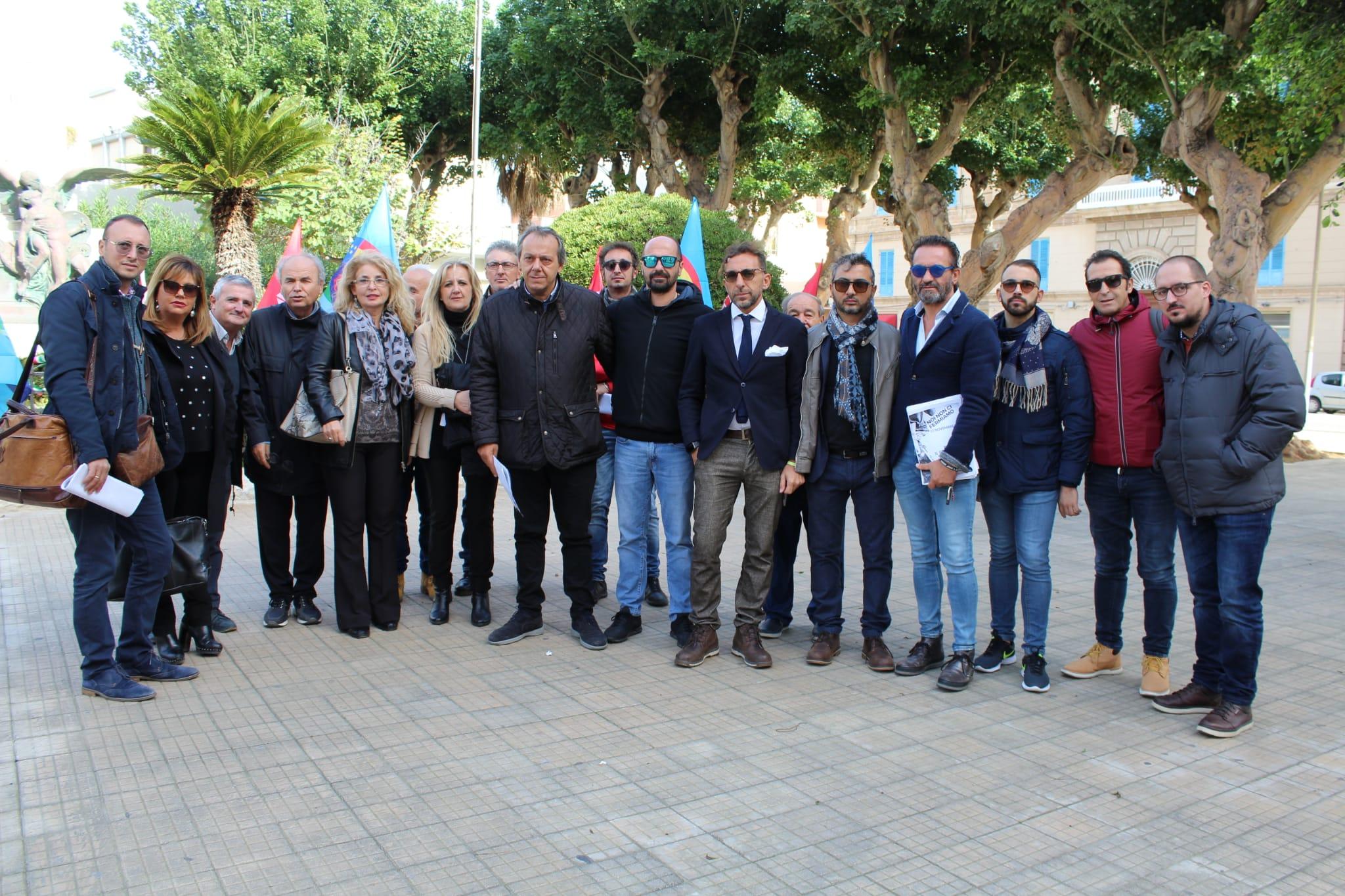 Crisi dell'edilizia. Protesta dei sindacati alla Prefettura di Trapani - Tp24