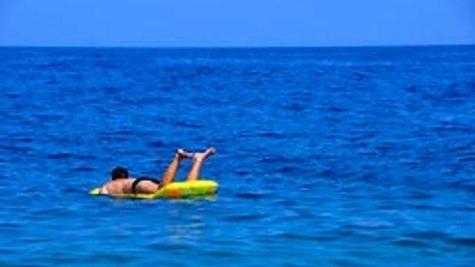 Si addormenta sul materassino, ritrovato dopo 9 ore nello stretto di Messina