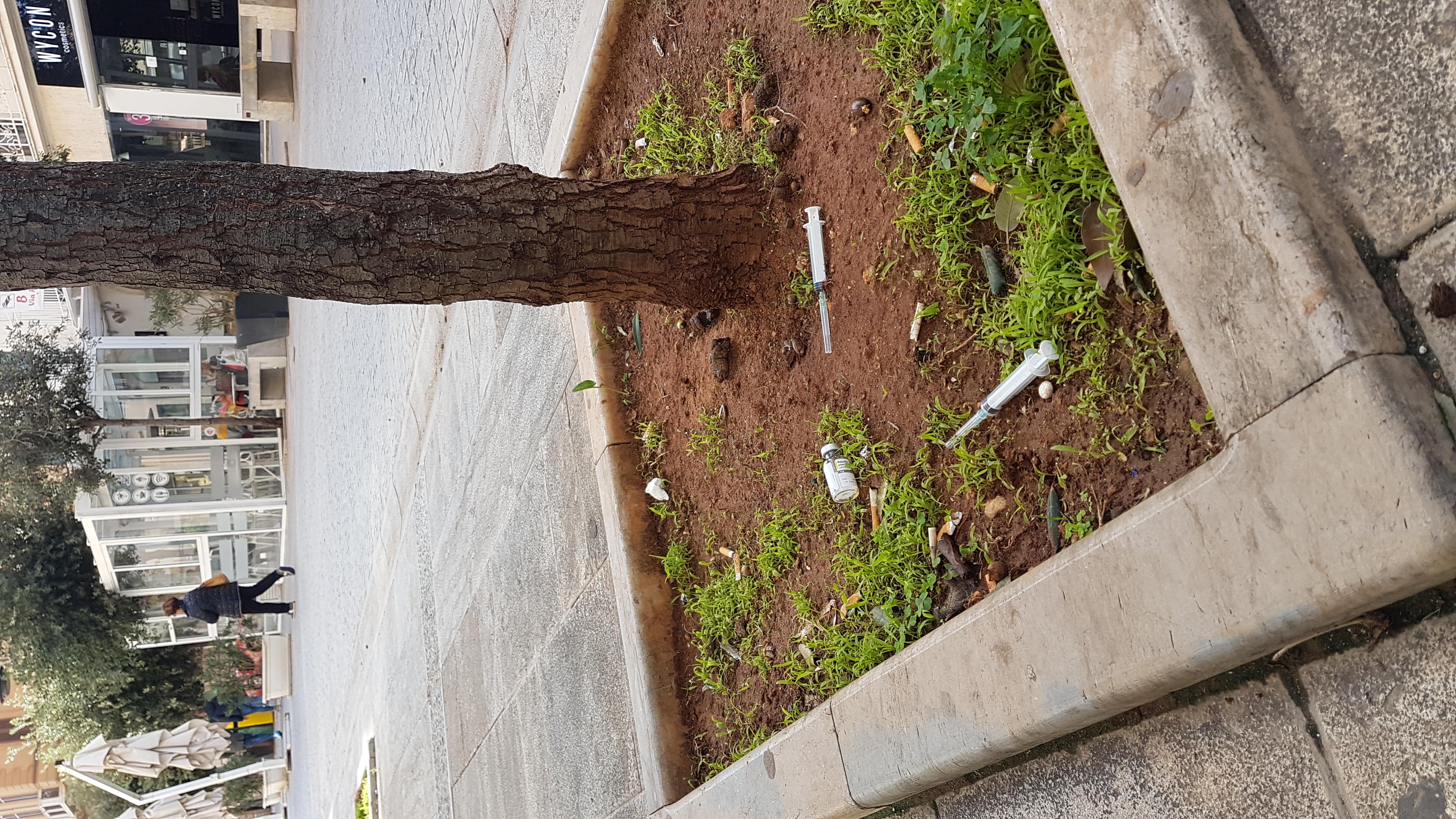 Degrado a Marsala. Le siringhe per terra in via Roma - Tp24