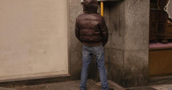 Alcamo fanno la pip sul portone di una casa due giovani - Arredare casa con 10000 euro ...