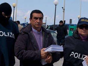 Non risponde al citofono. Confiscati 5 mila euro al fratello di Matteo Messina Denaro