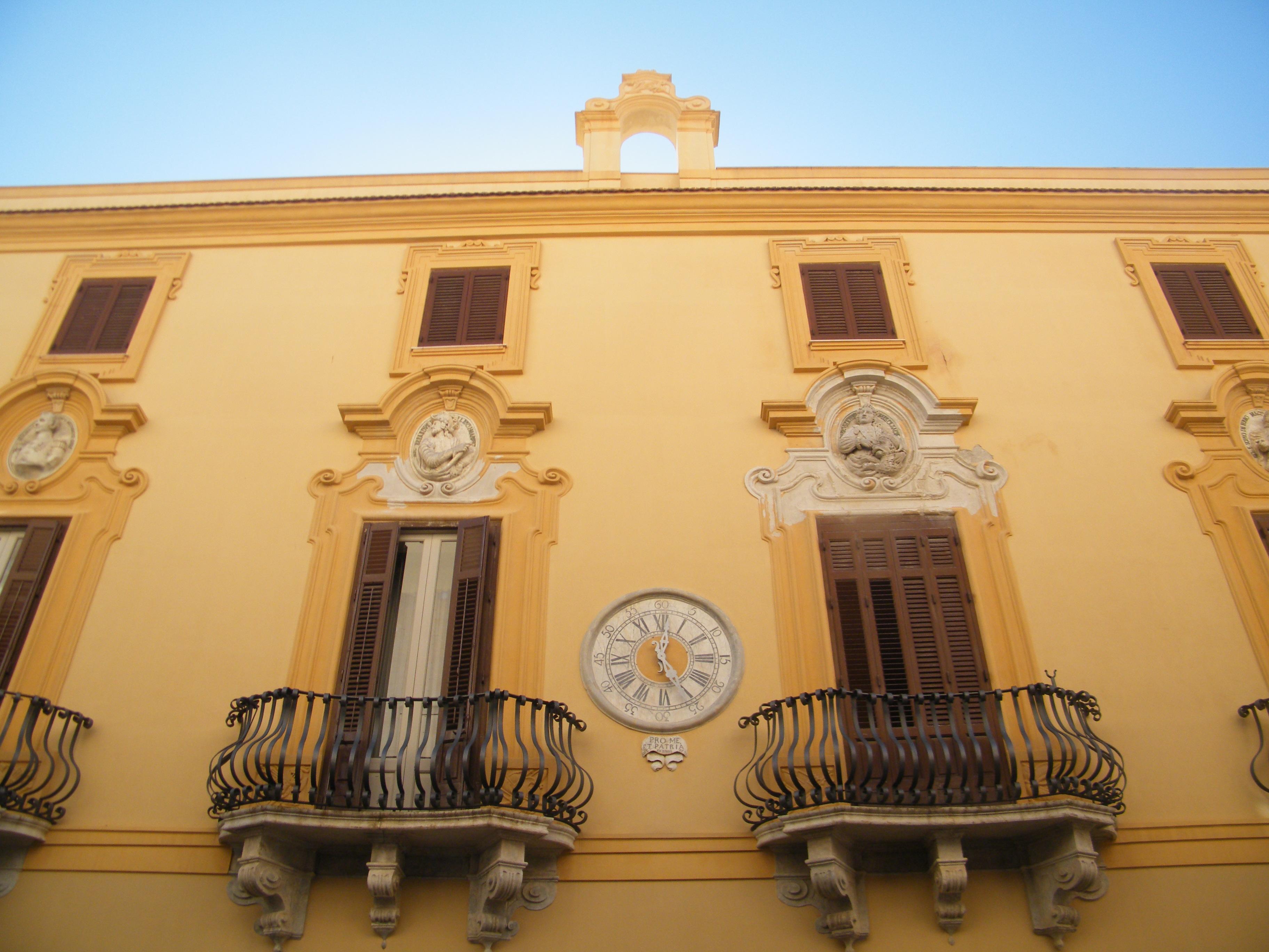 Trapani dopo 150 anni riprende a funzionare l 39 orologio di for Palazzo 24