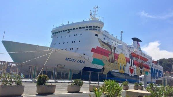 Il grillino Cancelleri, in visita in Sicilia, scambia una nave per i migranti con una nave di turisti