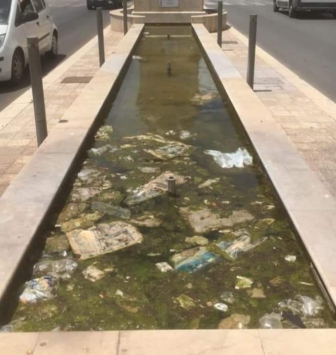 Trapaniin balìadei rifiuti. Ecco la vasca del Patrono inPiazza Martiri d'Ungheria