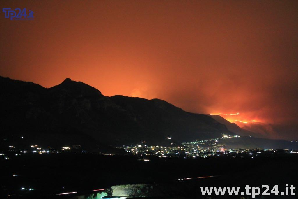 Brucia da 24 ore la riserva naturale dello Zingaro in Sicilia