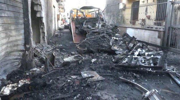 Esplode bombola di gas in un camper: feriti 4 vigili del fuoco