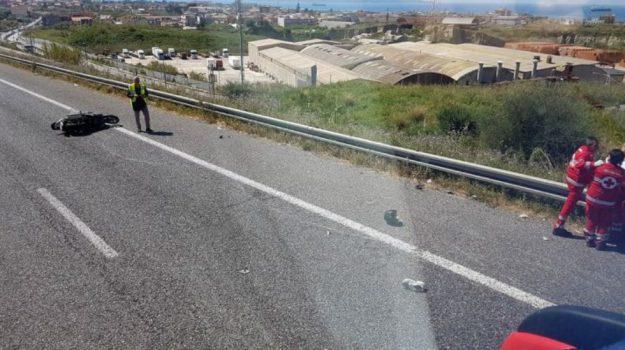 Incidente mortale sulla Ragusa Catania: muore motociclista