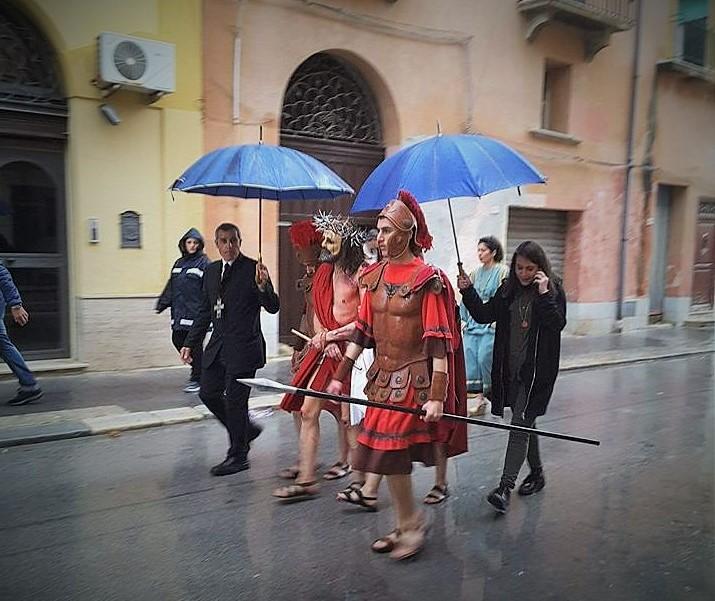 La pioggia sulla processione del gioved santo a marsala for Una citta sulla garonna