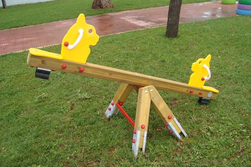 Nuovi giochi per bambini al Parco della Pace di Petrosino
