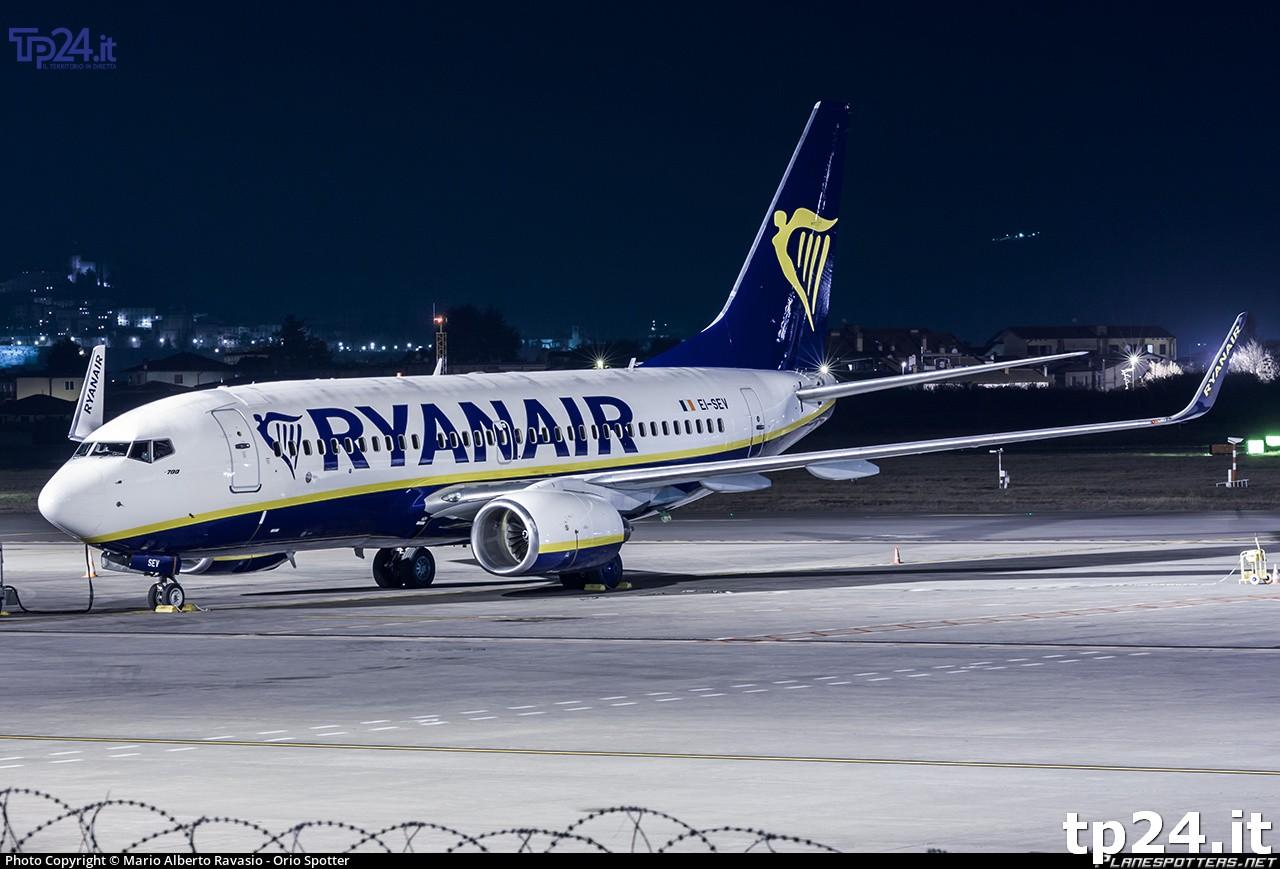 Ryanair taglia 11 rotte: salve Alghero e Cagliari
