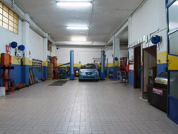 officina meccanica  In Sicilia 400 automobili per ogni officina meccanica