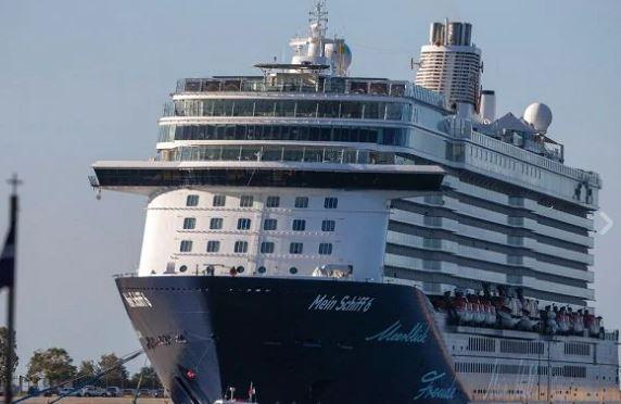 Grecia, cessato l'allarme su nave da crociera: tutti negativi dopo 3 test