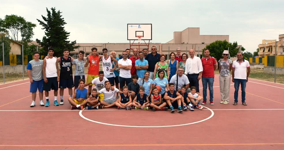 Mazara inaugurato il campo di basket all 39 aperto di via for Il campo da basket