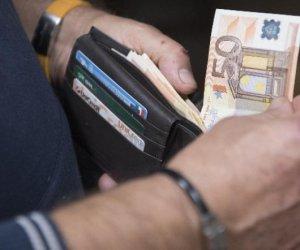https://www.tp24.it/immagini_articoli/01-07-2019/1561945690-0-economia-reddito-consumi-dati-ricchezza-poverta-famiglie-siciliane.jpg