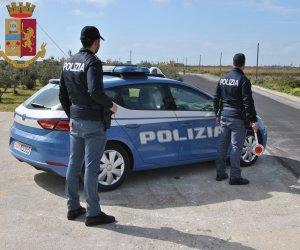 https://www.tp24.it/immagini_articoli/01-07-2020/1593588695-0-distrugge-le-fioriere-di-un-negozio-e-si-scaglia-contro-la-polizia-arrestato-un-ragazzo-a-mazara.jpg