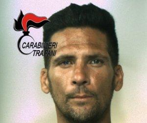 https://www.tp24.it/immagini_articoli/01-08-2018/1533127112-0-chiede-pizzo-commerciante-partanna-arrestato-carabinieri.jpg