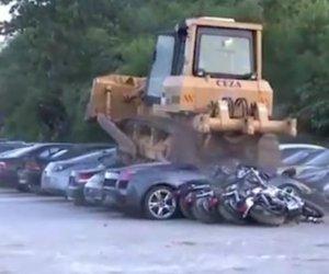 https://www.tp24.it/immagini_articoli/01-08-2018/1533144168-0-lamborghini-porsche-altre-auto-lusso-schiacciate-bulldozer-filippini.jpg