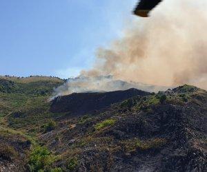 https://www.tp24.it/immagini_articoli/01-08-2020/1596236113-0-aeronautica-di-trapani-spegne-un-vasto-incendio-nel-palermitano.jpg