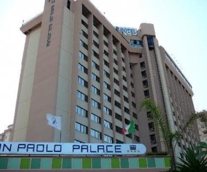 https://www.tp24.it/immagini_articoli/01-08-2020/1596298119-0-palermo-migrante-col-coronavirus-scappa-dall-hotel-torna-dopo-qualche-ora.jpg