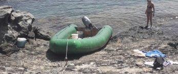 https://www.tp24.it/immagini_articoli/01-08-2021/1627797911-0-sbarco-di-migranti-tra-i-bagnanti-a-pantelleria.jpg