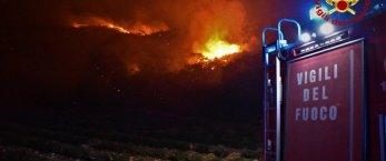 https://www.tp24.it/immagini_articoli/01-08-2021/1627850966-0-incendi-ancora-paura-in-sicilia-arrivano-i-volontari-dal-nord-italia-nbsp.jpg