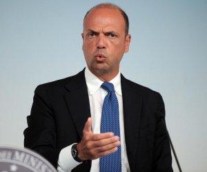 https://www.tp24.it/immagini_articoli/01-09-2015/1441084785-0-il-ministro-angelino-alfano-e-i-voli-di-stato-tutti-i-fine-settimana-per-la-sicilia.jpg