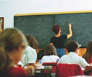 https://www.tp24.it/immagini_articoli/01-09-2016/1472684911-0-scuola-inizio-complicato-in-sicilia-pochi-soldi-insegnanti-insoddisfatti-e-caro-libri.jpg