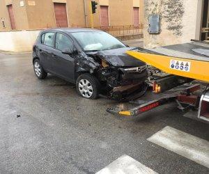 https://www.tp24.it/immagini_articoli/02-01-2019/1546427166-0-marsala-incidente-terrenove-scontro-unauto-autocarro.jpg