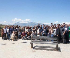 https://www.tp24.it/immagini_articoli/02-05-2019/1556778817-0-studenti-stranieri-linternazionalizzazione-imprese-siciliane.jpg