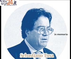 https://www.tp24.it/immagini_articoli/02-08-2021/1627926486-0-egadi-una-corona-d-alloro-a-levanzo-nbsp-in-ricordo-di-sebastiano-tusa.jpg