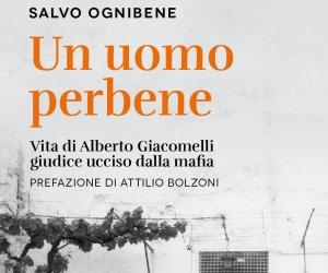 https://www.tp24.it/immagini_articoli/02-09-2018/1535917321-0-libreria-uomo-perbene-vita-alberto-giacomelli-salvo-ognibene.jpg
