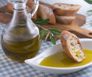 https://www.tp24.it/immagini_articoli/02-12-2015/1449035615-0-olio-d-oliva-produzione-da-record-in-sicilia-ma-siamo-invasi-da-olio-tunisino.jpg