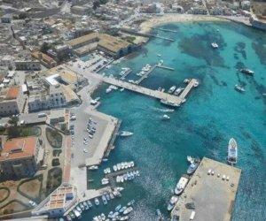 https://www.tp24.it/immagini_articoli/03-01-2020/1578034180-0-incidente-porto-favignana-adesso-impossibile-sbarcare-laliscafo.jpg