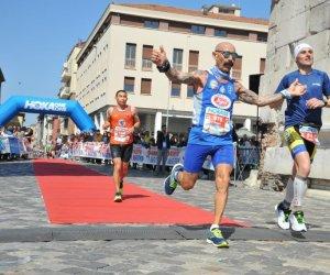 https://www.tp24.it/immagini_articoli/03-04-2019/1554285529-0-podismo-polmarsala-portata-alto-derrico-maratona-rimini.jpg