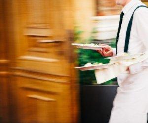 https://www.tp24.it/immagini_articoli/03-06-2020/1591177638-0-ha-il-coronavirus-ma-continua-a-lavorare-come-cameriere-in-un-ristorante-nbsp.jpg