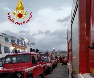 https://www.tp24.it/immagini_articoli/03-08-2021/1628002416-0-arrivati-in-sicilia-uomini-e-mezzi-dei-vigili-del-fuoco.jpg