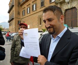 https://www.tp24.it/immagini_articoli/03-10-2013/1380782000-0-ars-approvati-in-commissione-i-tagli-cancelleri-una-presa-per-i-fondelli.jpg