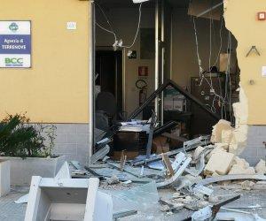 https://www.tp24.it/immagini_articoli/03-10-2019/1570087225-0-marsala-colpo-banca-terrenove-portano-bancomat-lescavatore.jpg