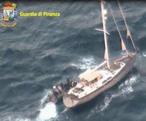 https://www.tp24.it/immagini_articoli/03-12-2018/1543826714-0-barca-vela-pantelleria-trapani-consei-tonnellate-droga-video.jpg