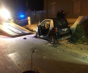 https://www.tp24.it/immagini_articoli/04-01-2019/1546599115-0-marsala-incidente-notte-contrada-cozzaro-immagini.jpg