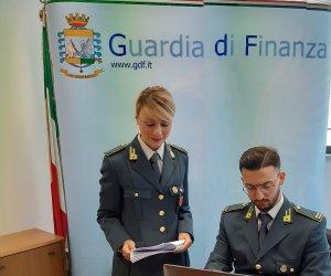 https://www.tp24.it/immagini_articoli/04-02-2020/1580807676-0-sicilia-piani-alimentari-vendita-abusiva-integratori-sequestrati-135mila-euro.jpg